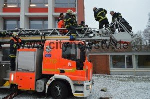 FFs FOOT STUCK IN AERIAL LADDER IN GERMANY