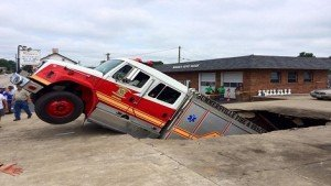 KY APPARATUS FALLS INTO SINK HOLE