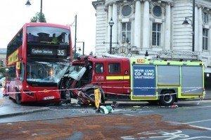 NASTY APPARATUS CRASH IN LONDON, ENGLAND