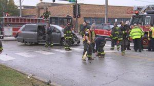 6 INJURED IN CHICAGO APPARATUS CRASH